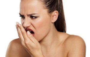 aceton lehelete szagot okozhat)