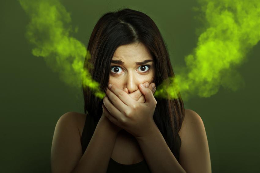 a férgek miatt szájszagot okoz